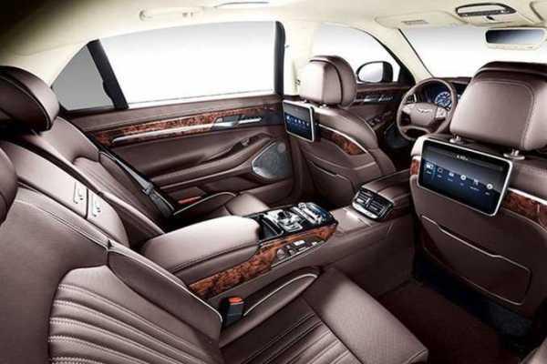 2017-Hyundai-Genesis-G90-17-679x453