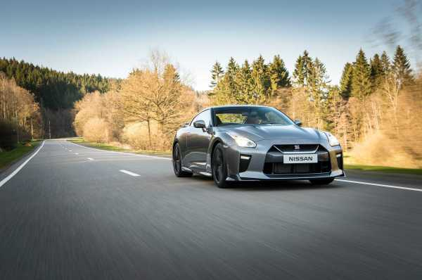 2017 Nissan GT R front