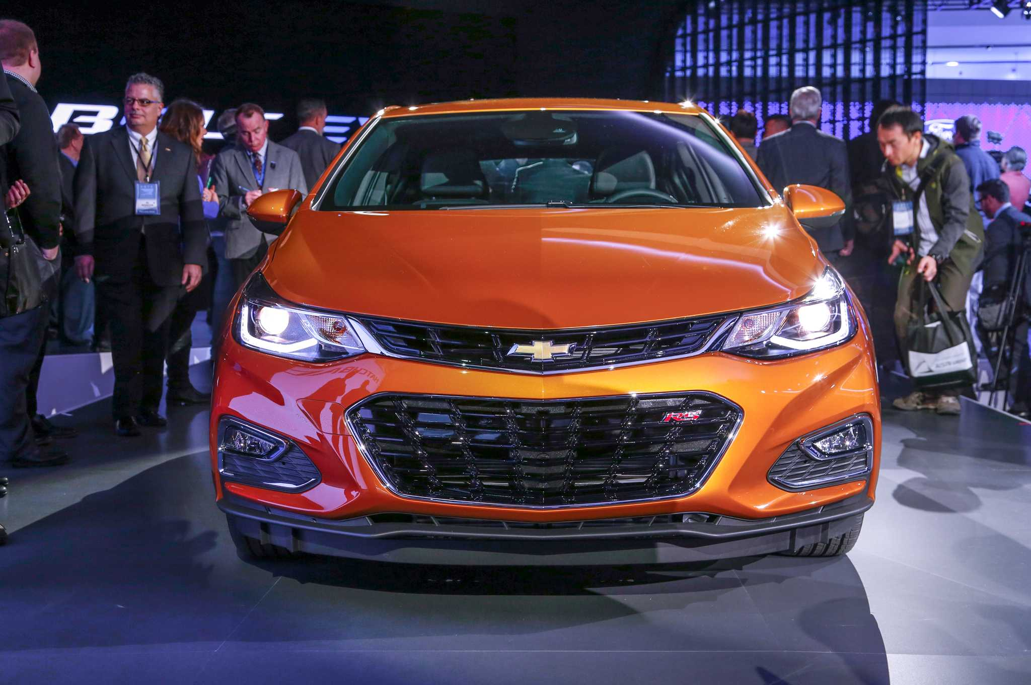 2018 Chevrolet Cruze Hatchback Unveiled with Diesel and Automatic Options