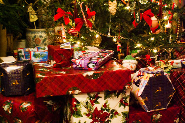 Christmas Preparations (2081)