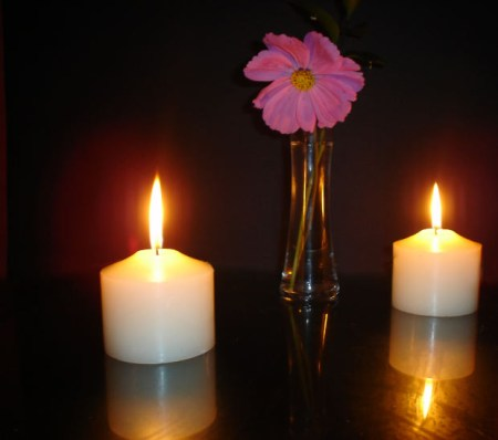 hindi-story-candle-flower-vase