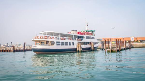 waterbus 2 tingkat di Venice