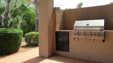 built-in gas grill with privacy wall, at the end of covered patio - Built-In Barbecue Grill - 1205 S Sandstone Street, Gilbert AZ 85396 - Western Skies Golf Community - Bill Salvatore, Arizona Elite Properties 602-999-0952 - Arizona Real Estate