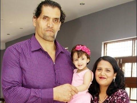 The Great Khali with his daughter (Avleen) and wife (Harminder Kaur)