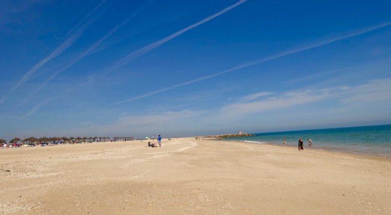 Ihla de Tavira blue sky