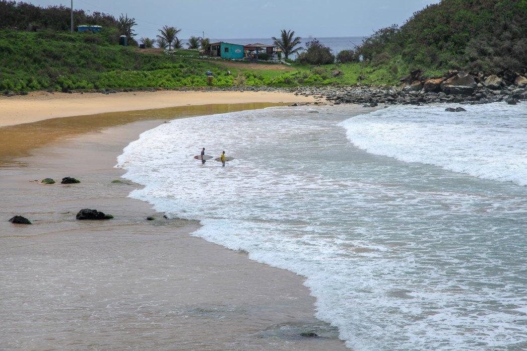 Praia do Cachorro Fernando de Noronha surfers