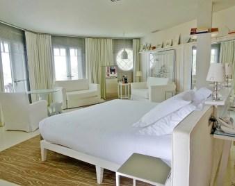 La Coorniche white suite