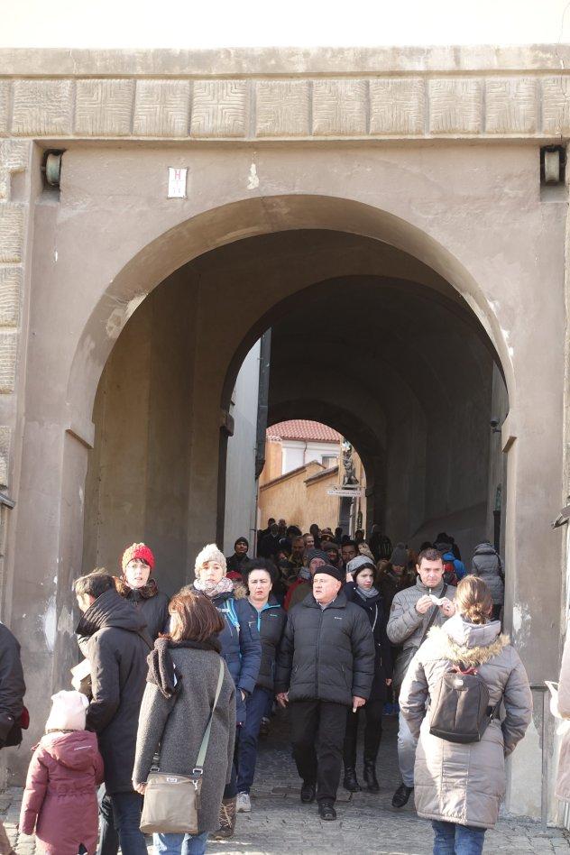 Prague castle crowds
