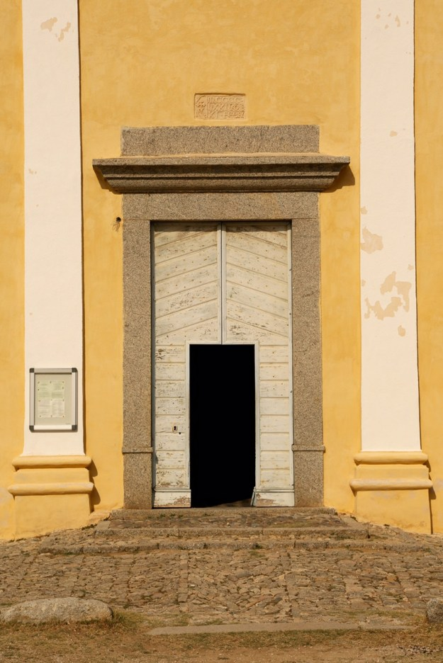 Sant'Antonino church door