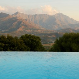 A Piattatella pool view mountains