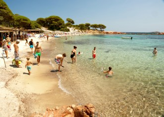 Plage de Palombaggia swimmers
