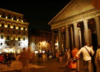Piazza della Rotonda scene