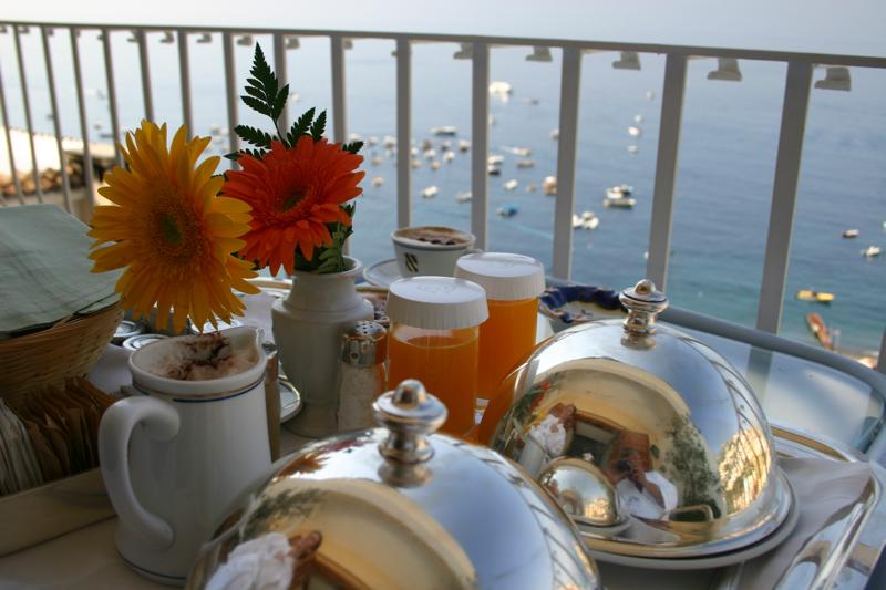 Le Sirenuse breakfast view