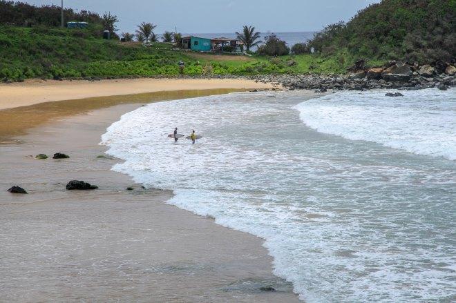 Praia de Cachorro surfers