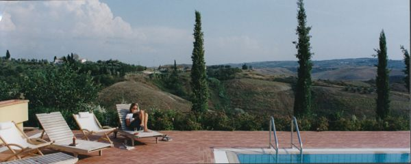 Villa Cerretello pool reading