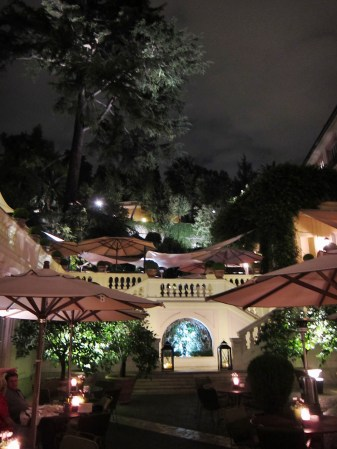 Hotel del Russie gardens at night