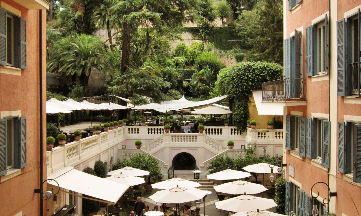 Hotel del Russie room view