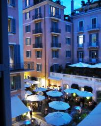 Hotel del Russie rooms at night