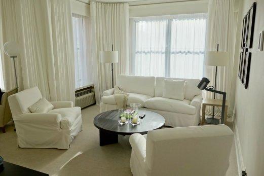 Hotel Ambassador Chicago suite sitting area