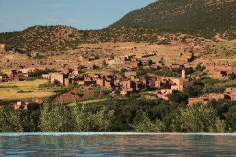 Kasbah Tamadot pool view