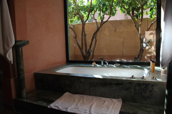 Amanjena bathtub