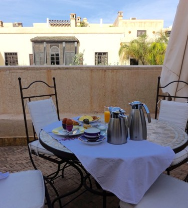 Villa des Orangers terrace breakfast