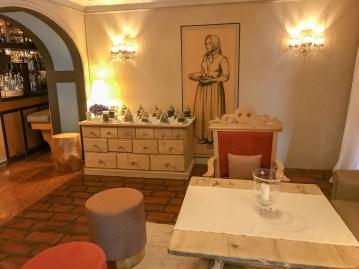 Rosa Alpina lobby table