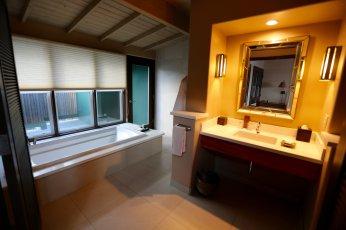 Travaasa bungalow bathroom