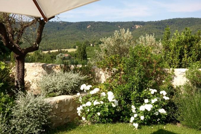 Bastide de Moustiers master suite flowers