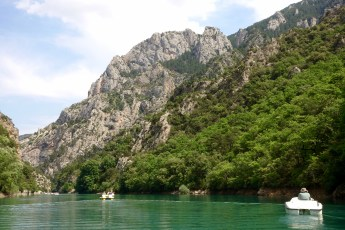 Gorge du Verdon boat in canyon