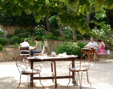 Bastide de Moustiers breakfast crowd
