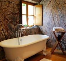 Bastide de Moustiers master suite bathtub
