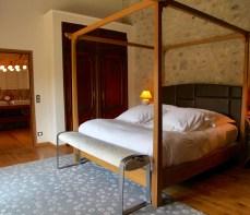 Bastide de Moustiers master suite king bed