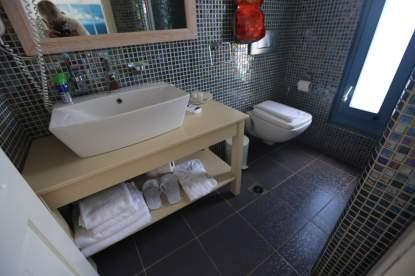 Anemomilos Apartments bathroom