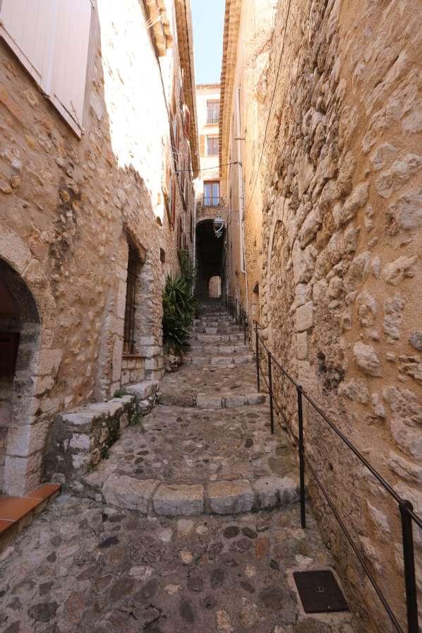 Saint-Paul-Du-Fence alley