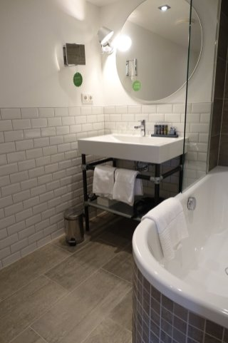 Gastwerk Hotel Hamburg bathroom