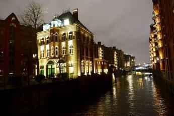 Speicherstadt bar on canal