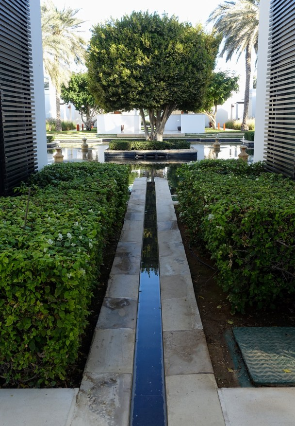 Water is everywhere, a connecting thread that leads you from one are to the next. Imitating the famous Omani falaj irrigation systems, they lead you from fountain to pool to pool to fountain.