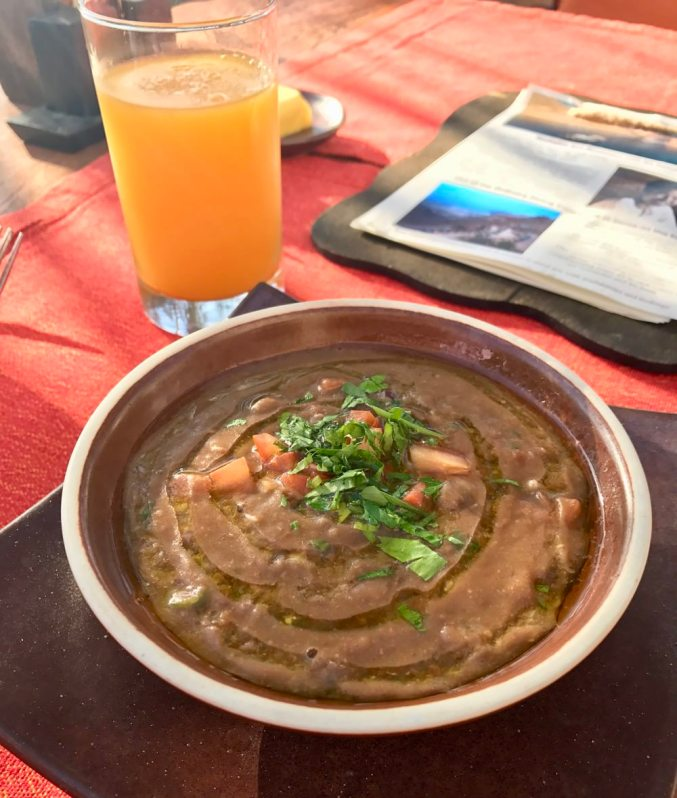 ...even a special Omani delicacy... a bean dish that I didn't quite catch the name, but very similar to Brazil's national dish fejoida. Painstakingly built, ingredient by ingredient, with layers of flavors. I'm just salivating writing this now...