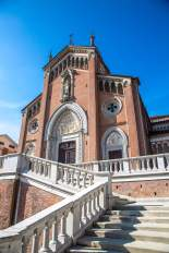 Monforte d'Alba church entrance