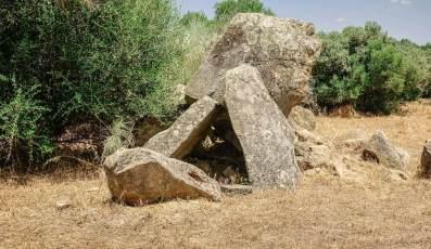 Sao Lourenco do Barrocal dolmen house