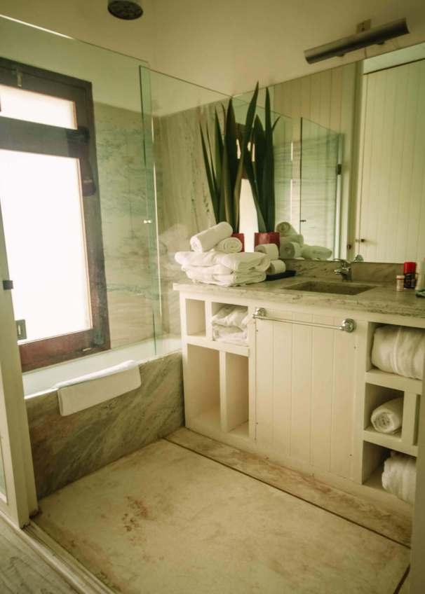 Posada del Faro bathroom