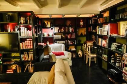 Posada del Faro library