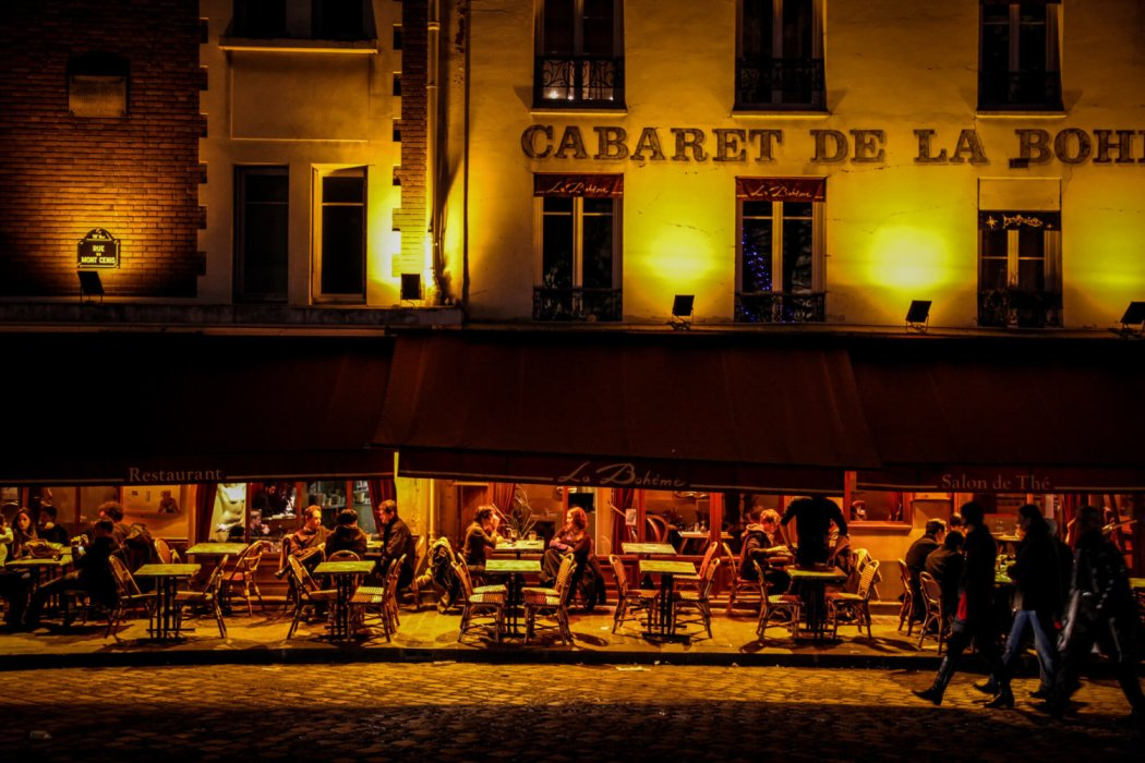 restaurant at night in Montmartre