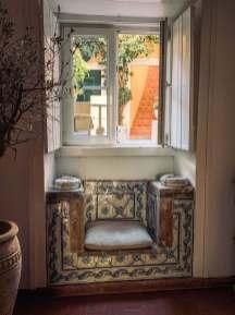 Palacio Ramalhete tiled window