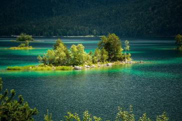 Island in lake Eibsee
