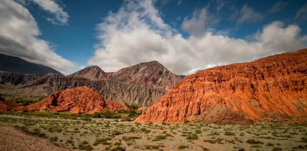 Paseo de los Colorados red mountains