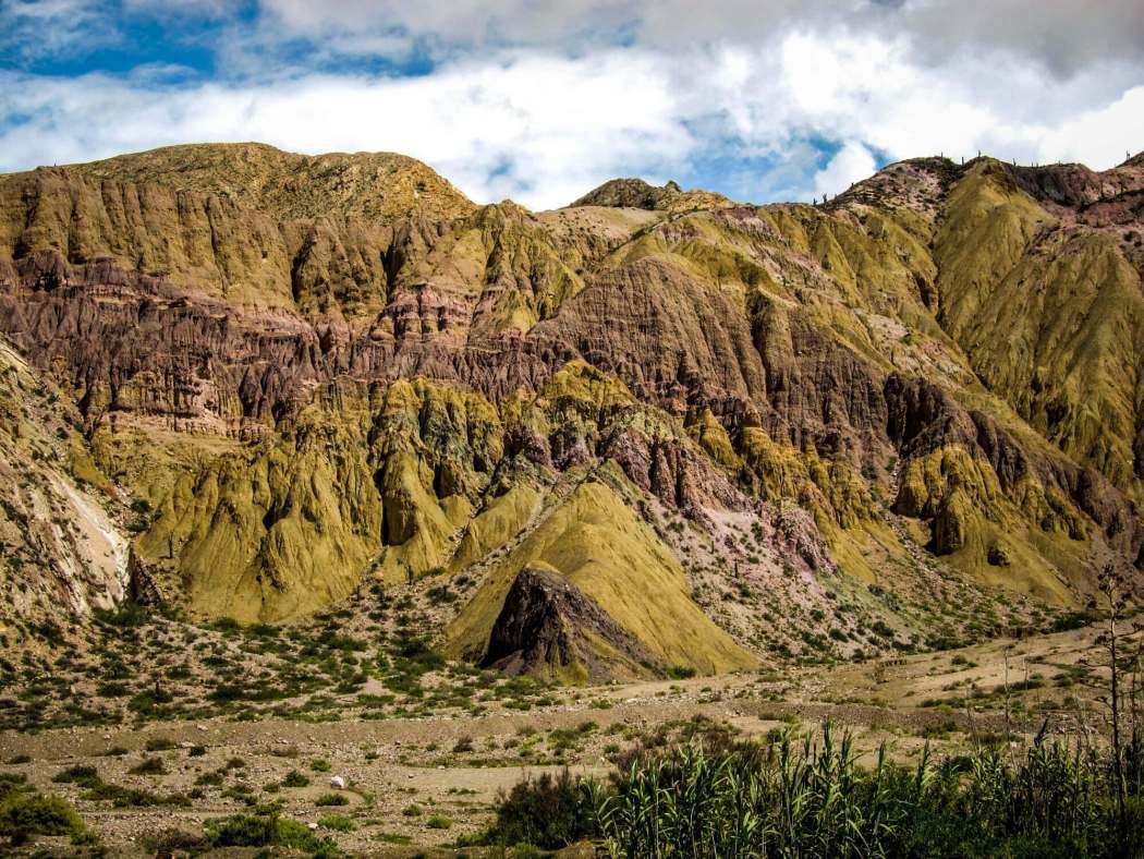 Paseo del Colorado Purmamarca green mountains