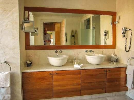 Villa Italia presidential suite bathroom