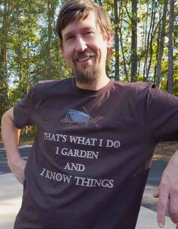 9 reasons gardening is sexy. Smiling man. Funny shirt.